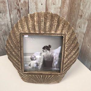 NEW Hallmark seashell photo frame holder